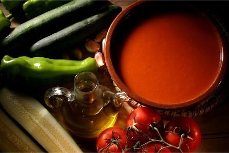 ¿Cómo se prepara el gazpacho en algunos restaurantes de Madrid?