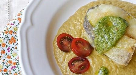 Merluza con verduras en salsa de aguacate