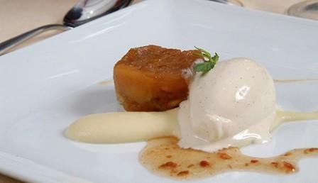 Confitura de manzana con helado de vainilla