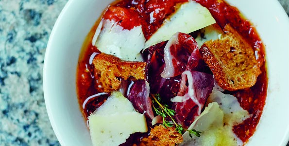 Sopa de tomate con jamón e idiazábal