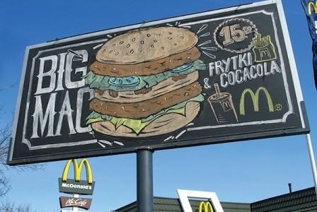 McDonald´s dibuja su menú del día en vallas publicitarias