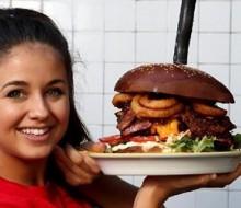 ¿Serías capaz de comerte una hamburguesa de 1,6 kg?