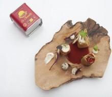 Canutillos de Queso Camembert con Trufa Negra, Alcachofas y Pimentón Ahumado