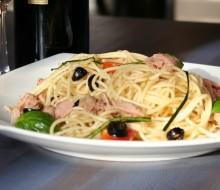 Espaguetis con aceitunas negras