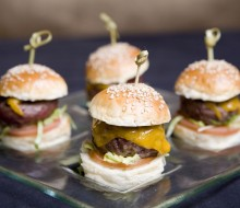 Mini hamburguesas con queso