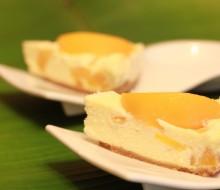 Tarta de queso y melocotones