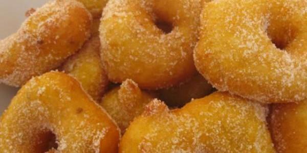 Vino dulce y buñuelos de Mallorca