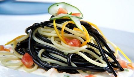 Espaguetis variados con carbonara de verduras