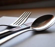 Cómo disponer una mesa para una comida especial