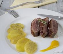 Magret con salsa de oregones y patatas con vainilla