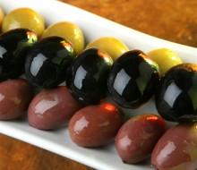 El aceite y la aceituna, sobre la mesa