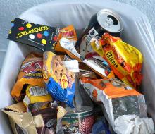 Brasil prohíbe la venta de comida basura en los colegios