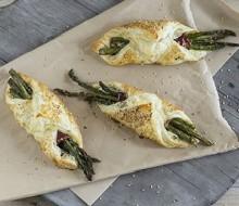 Pañuelos de espárragos y espinacas con queso