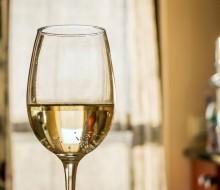 Una copa de vino al día previene los síntomas de depresión