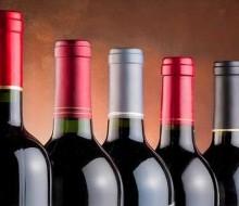 Cinco grandes sumilleres se confiesan: sus vinos preferidos por cinco euros