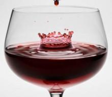 Más beneficios en una copa de vino